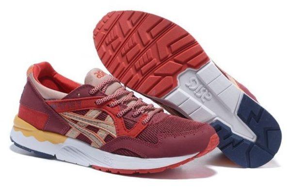 Красные кроссовки Asics